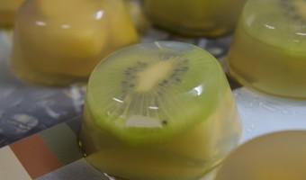 Uma sobremesa japonesa saudável (Kanten com Frutas)