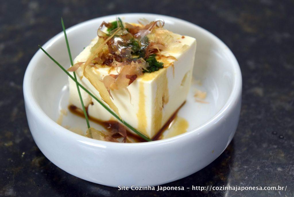 Tofu gelado (Hiyayakko) com shoyu