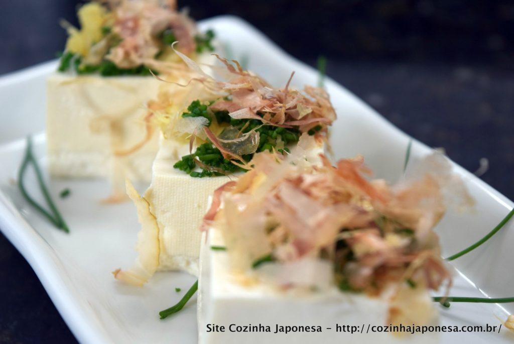 Tofu gelado (Hiyayakko) sem shoyu