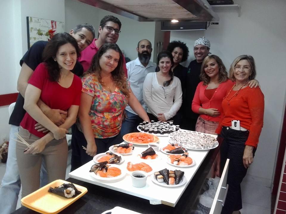 Turma do curso de sushi de Aldo Paladino