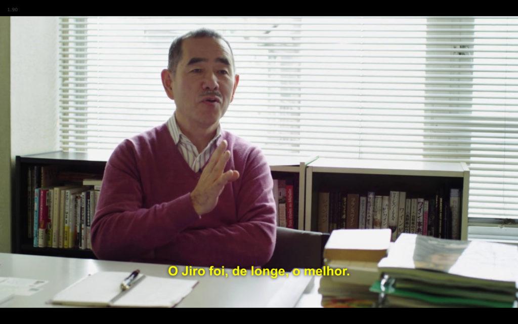 Cena de Jiro Dreams of Sushi: crítico Yamamoto traçando o perfil de Jiro Ono