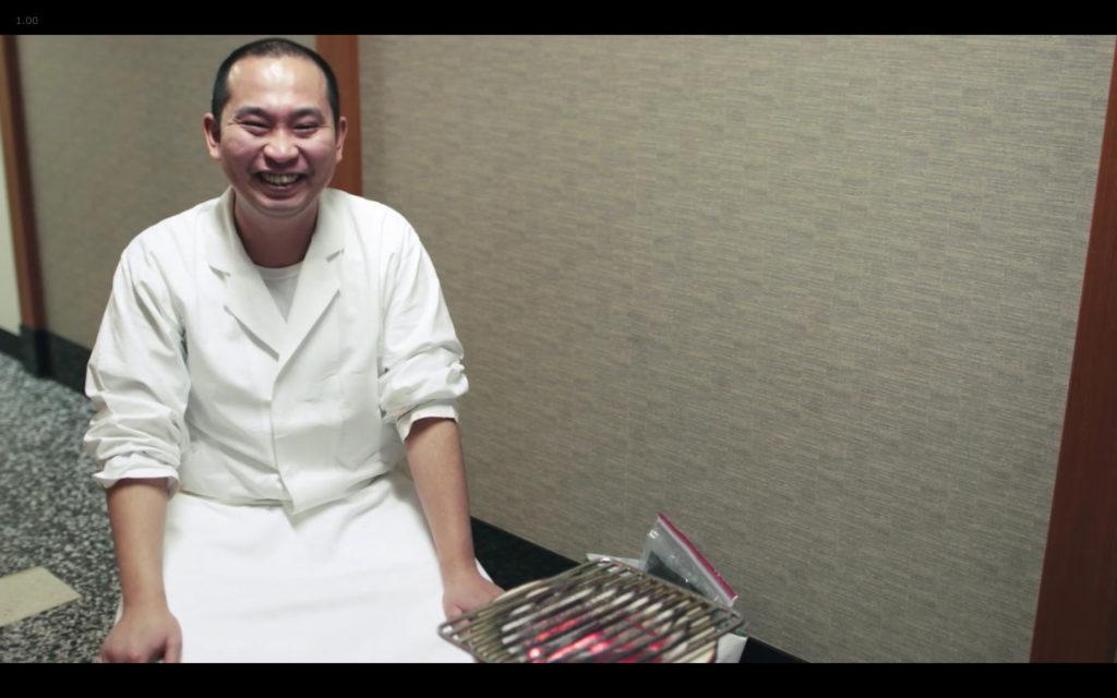 Cena de Jiro Dreams of Sushi: Daisuke Nakazawa, cozinheiro auxiliar de Jiro Ono à época