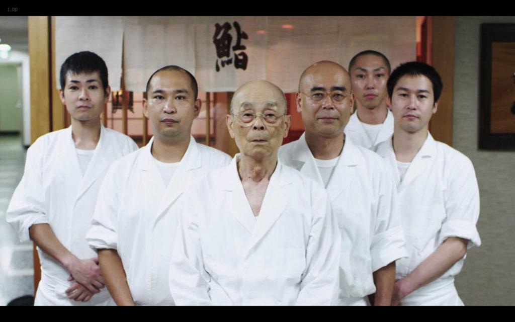 Cena de Jiro Dreams of Sushi: a equipe de Jiro Ono, sem mulheres