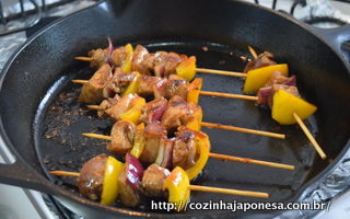 Yakitori (no popular, o churrasquinho japonês)